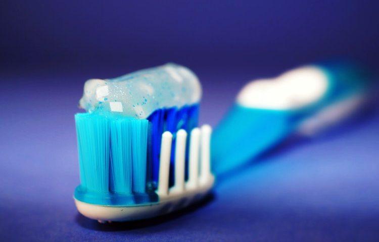 γαλάζια οδοντόβουρτσα